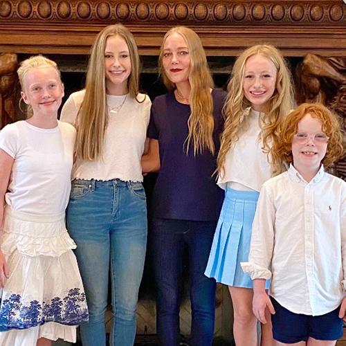 Elizabeth-Hannah-and-children